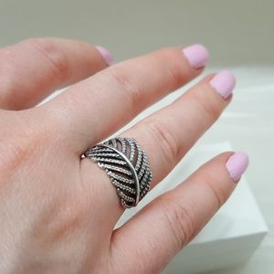 PANDORA Light as a Feather ring Size 6 / 52 😊 ❤️